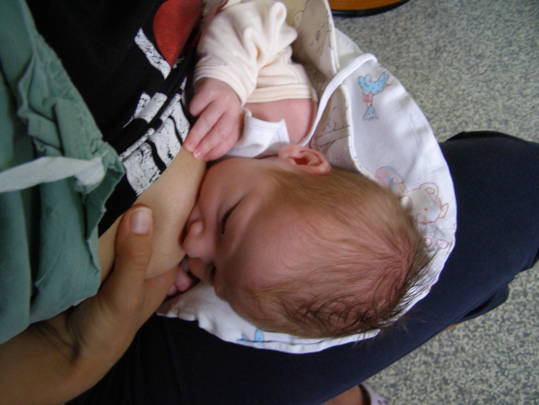 Správna poloha pri dojčení