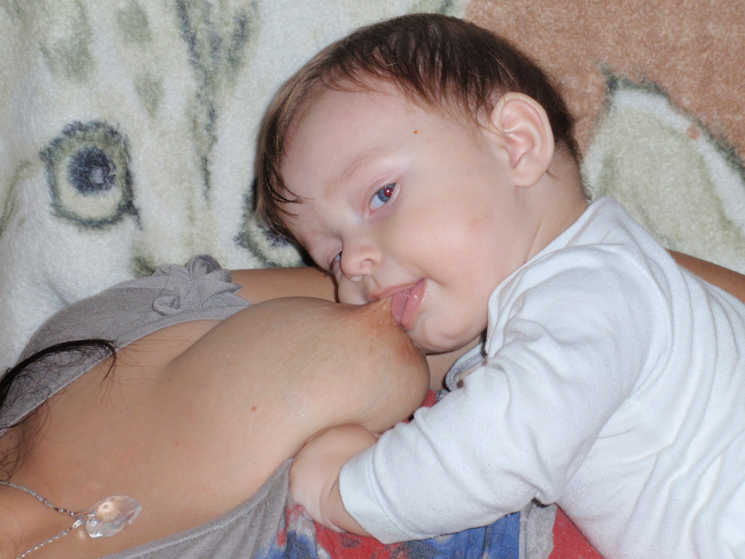 Dojčenie a hryzenie